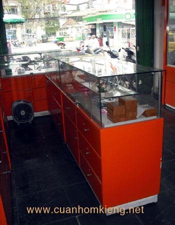 tu nhom kinh13 - Lắp đặt tủ nhôm kính giá rẻ tại Tp HCM