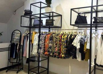 mau gia ke shop1 360x260 - Các mẫu kệ treo quần áo shop đáng đồng tiền bát gạo nhất trong năm  2019